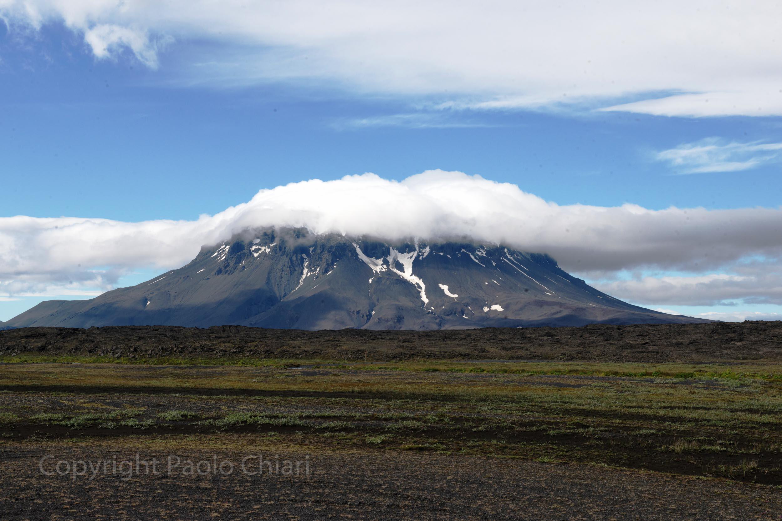 Il tipico vulcano a cima piatta del centro dell'Islanda