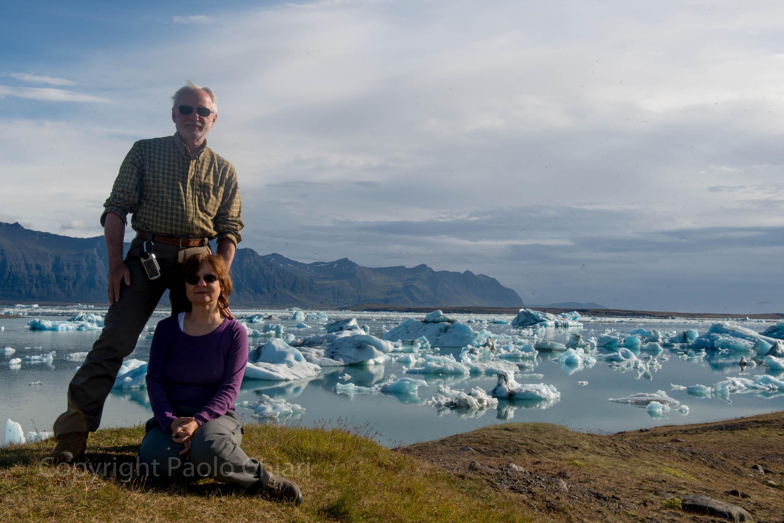 Paolo e Patrizia di fronte alla baia degli iceberg